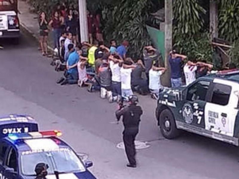 Clausuran cantina clandestina y arrestan a 46 personas.