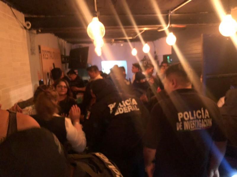 Clausuran cuatro bares en Neza; hay cinco detenidos