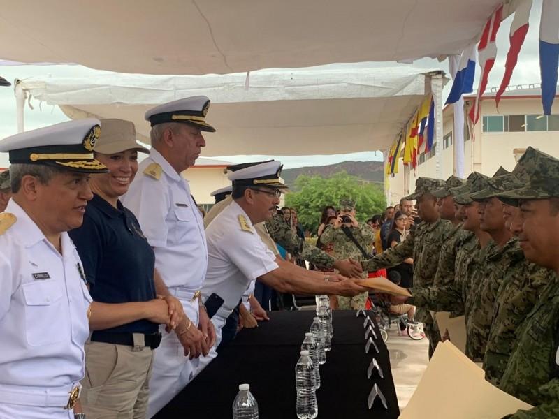 Clausuran curso de formación policial en Región Naval