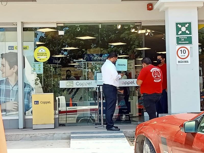 Clausuran tiendas departamentales en Acaponeta