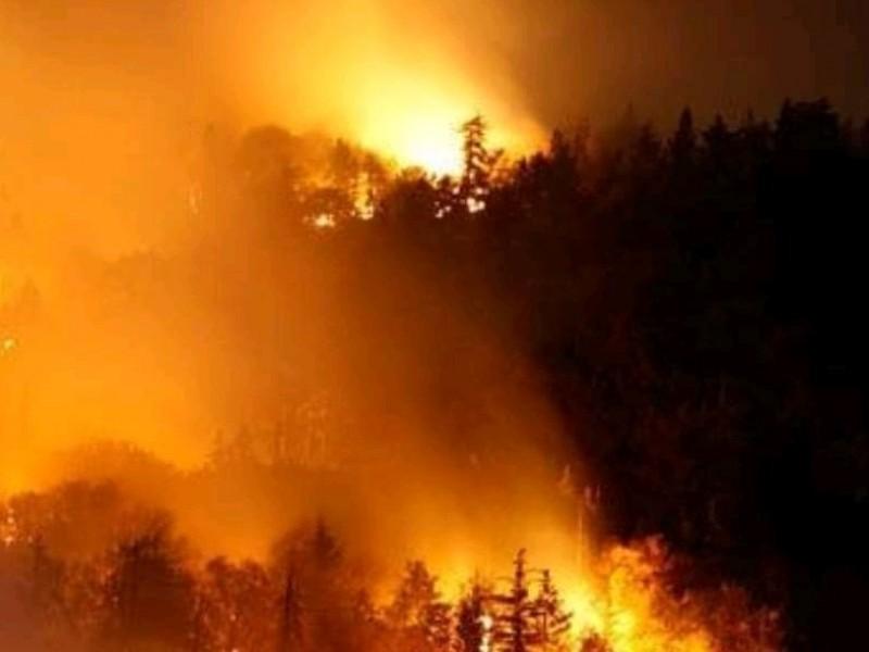 Clima y zona vuelven incontrolable el incendio de Puente Seco