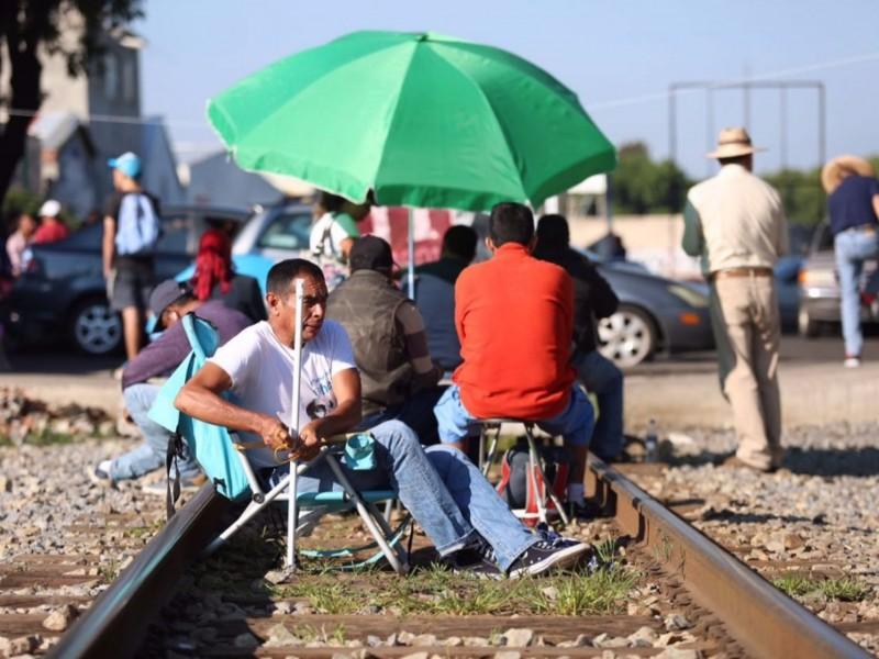 CNTE libera vías ferroviarias en Michoacán