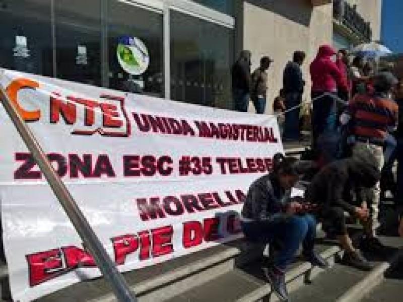 CNTE mantiene protestas en Michoacán