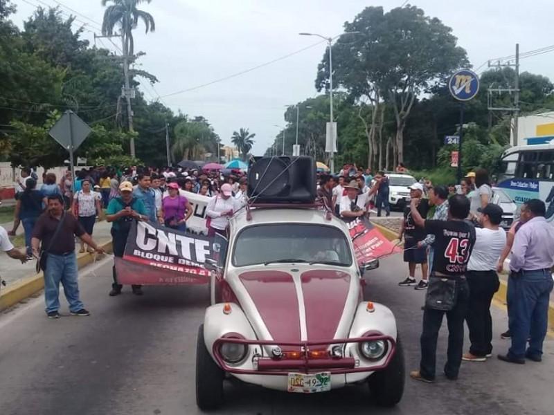 CNTE pide juicio político contra el presidente EPN