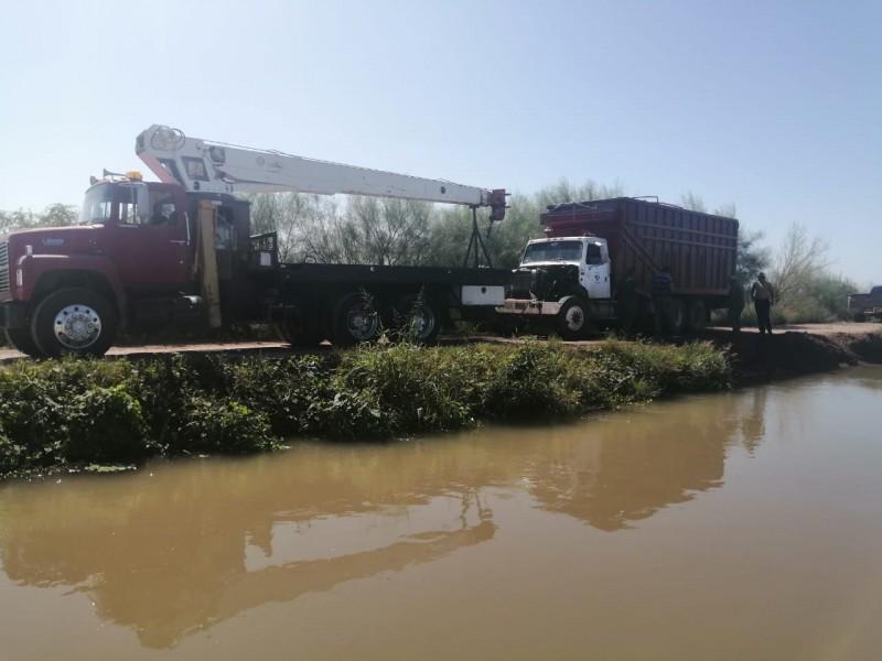 COEPRISS realiza verificaciones tras accidente en canal Sevelbampo