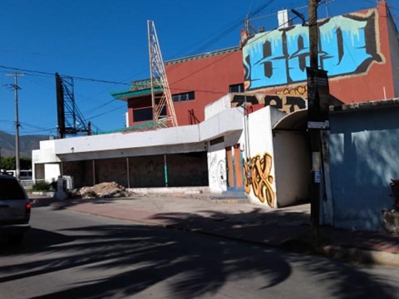 Edificio en abandono genera problemas en Las Aves