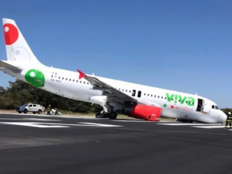 Colapsa en Puerto Vallarta tren de nariz en avión