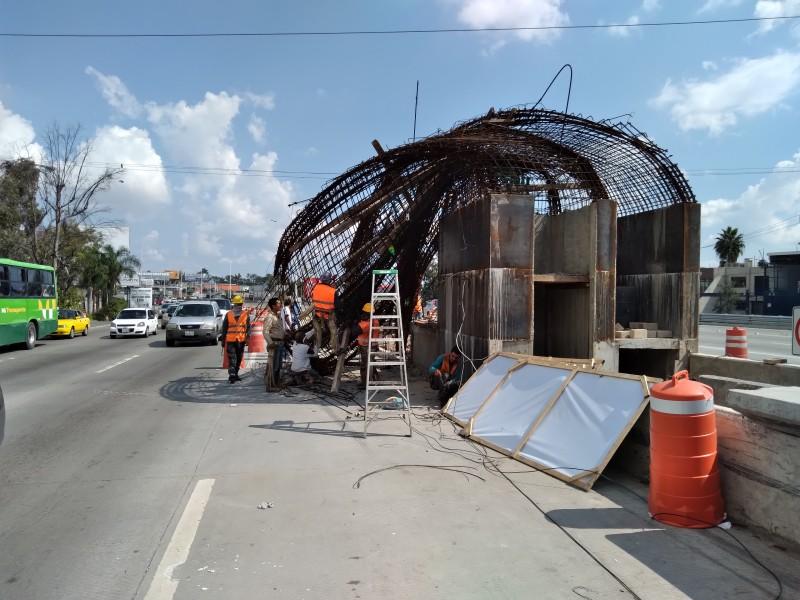 Colapsa estructura en construcción de Mi Macro Periférico, sin lesionados