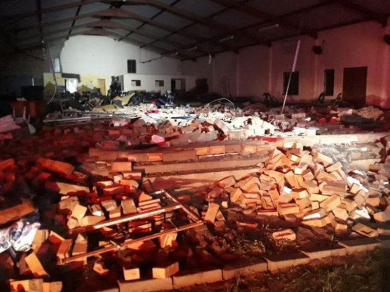 Colapsa iglesia en Sudáfrica; hay 15 muertos
