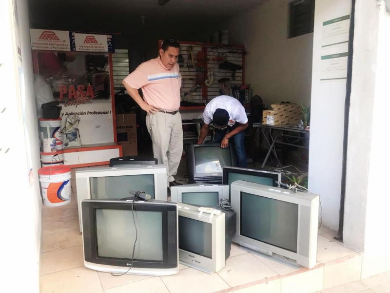 Colectan televisores para que niños tomen sus clases