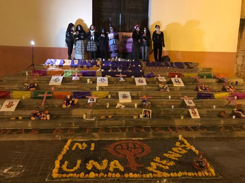 Colectivos feministas realizan altar para mujeres asesinadas