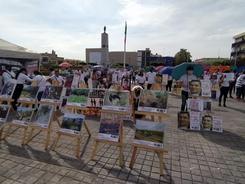 Colectivos instalan memorial para recordar a desaparecidos