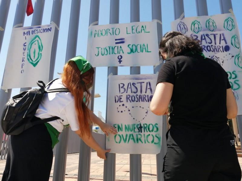 Colectivos protestaron afuera del Congreso del Estado