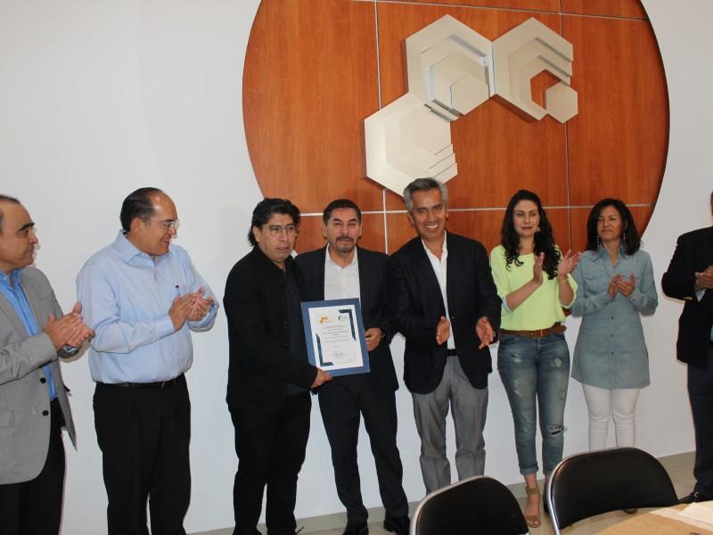 Colegio de arquitectos celebra a la Santa Cruz