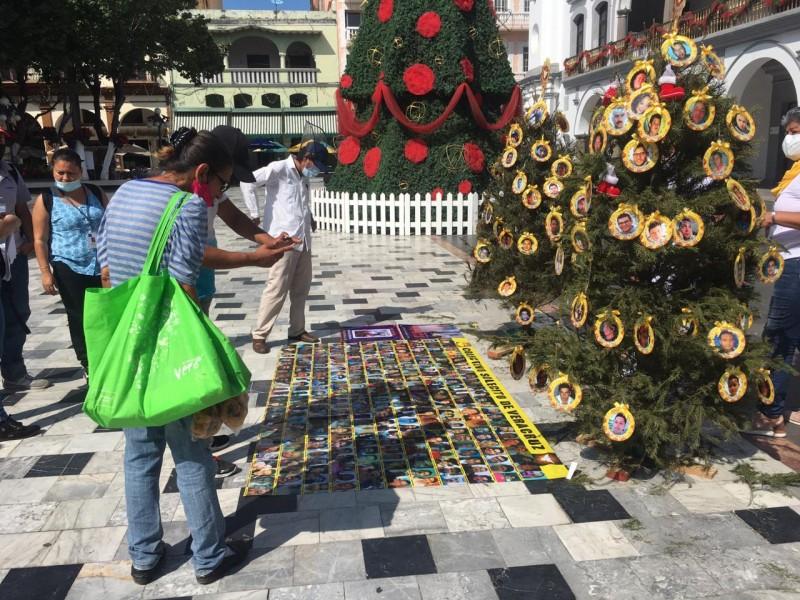 Colocan árbol de navidad para recordar a desaparecidos
