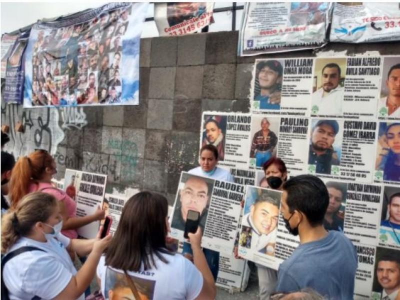 Colocan fichas de desaparecidos en glorieta Niños Héroes