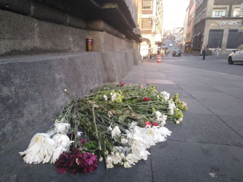 Colocan flores y veladoras en Cuernavaca tras balacera