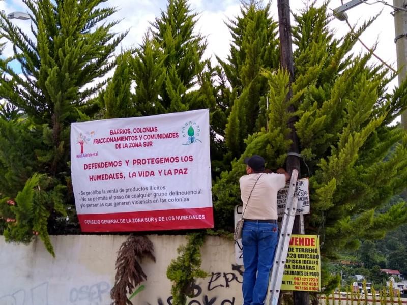 Colocan mantas en defensa Humedales en San Cristóbal