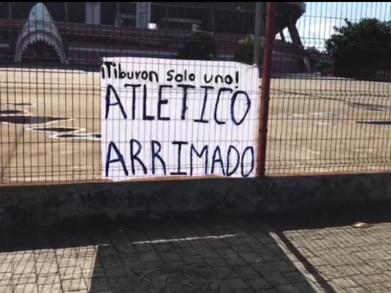 Colocan mensaje de desaprobación al Club Deportivo Veracruz