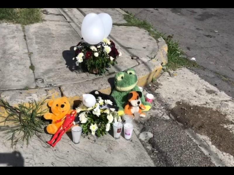 Colocan ofrenda en lugar donde murieron niños atropellados de Atlixco