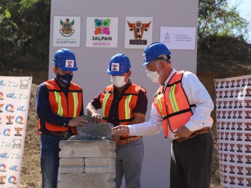 Colocan primera piedra del Centro de Acopio Regional Ganadero