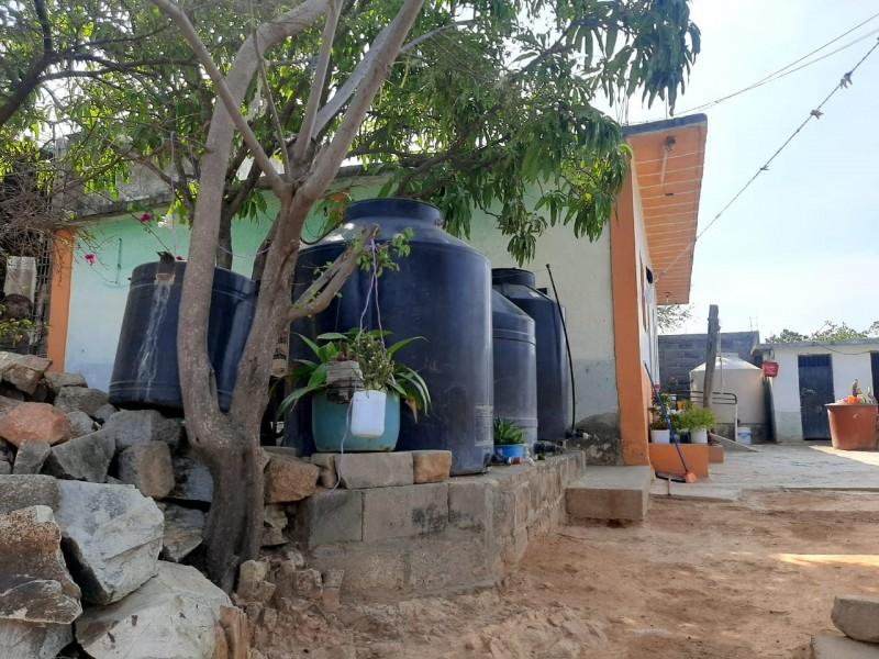 Colonias sin agua potable padecen, por ola de calor