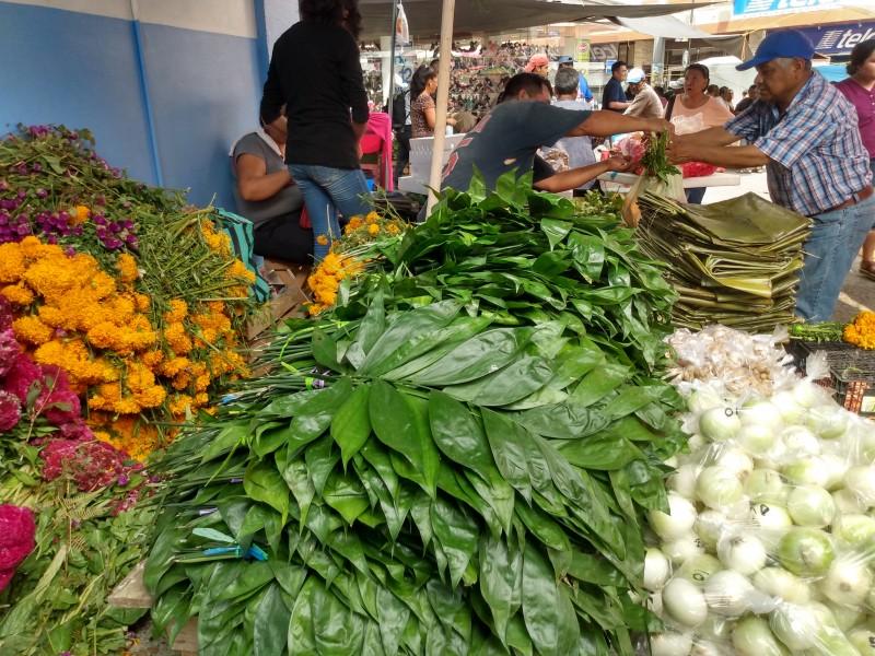 Colores, aromas y sabores en la tradicional plaza