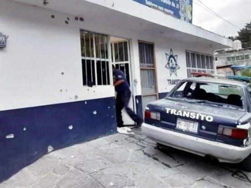 Comando armado ataca estación de policía  en Michoacán