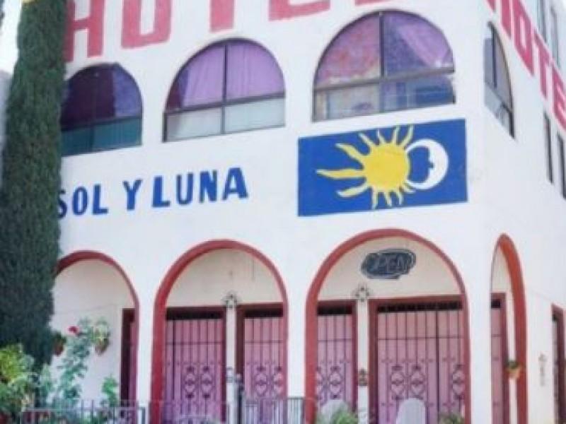 Comando armado secuestra a 20 migrantes en hotel de SLP