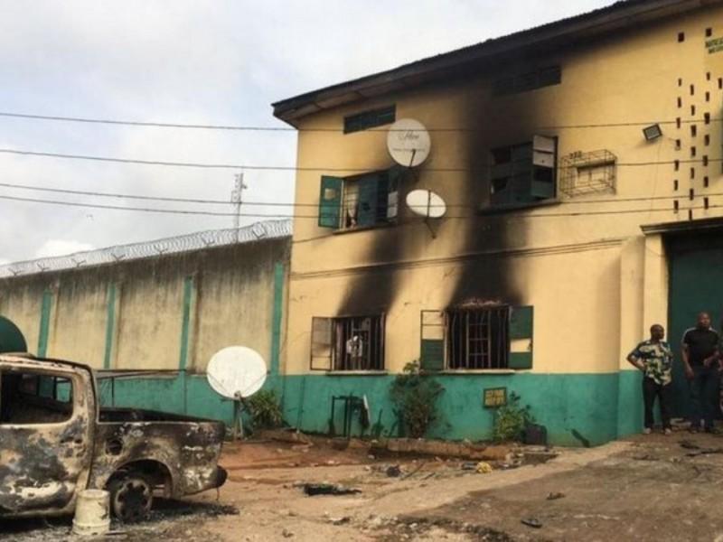Comando libera a más de mil 800 reos en Nigeria