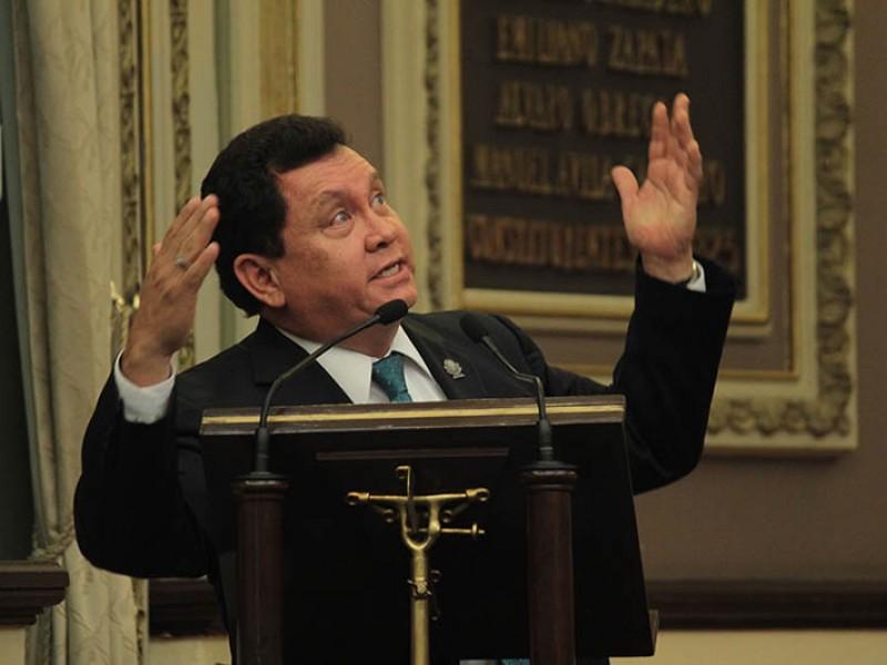 Comentario misógino pasa factura a diputado en Puebla