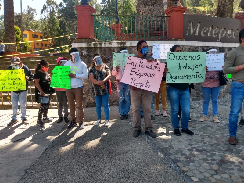 Comerciantes ambulantes exigen espacios para trabajar en Metepec