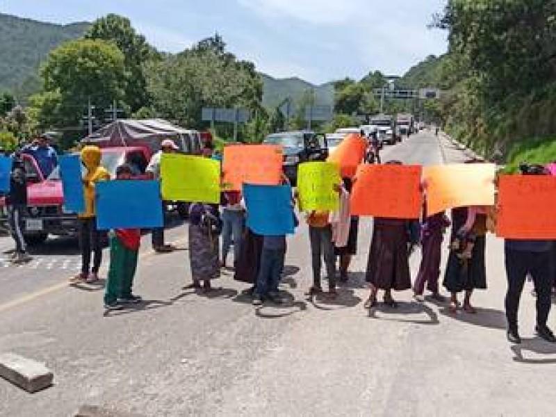Comerciantes de Mitzitón piden solución ante afectaciones