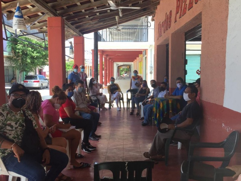 Comerciantes de Petatlán molestos por condicionantes para reanudar actividades