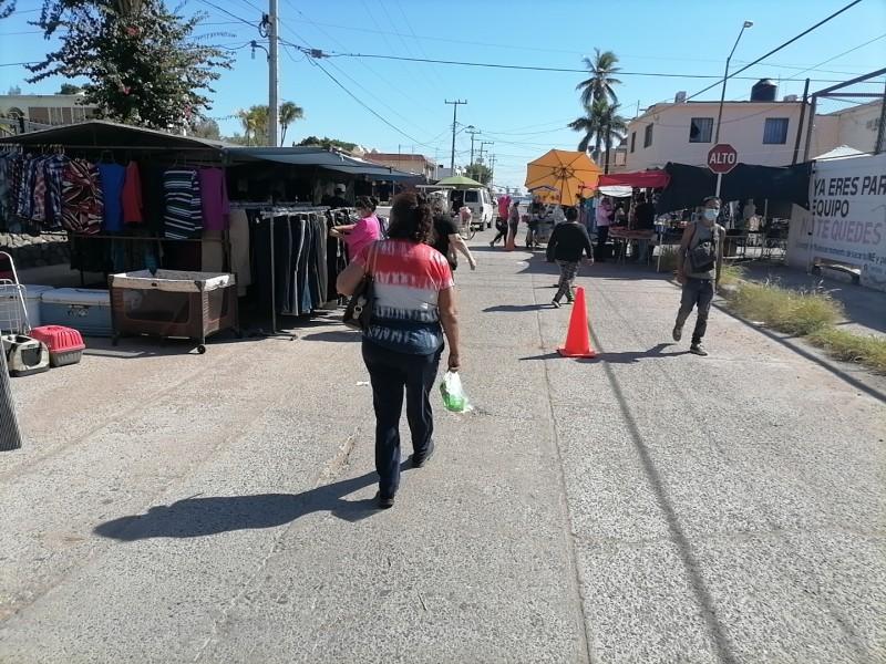 Comerciantes de tianguis se benefician por reapertura de frontera