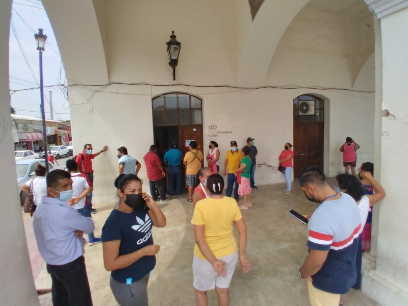 Comerciantes exigen instalación de filtros sanitarios en mercado de Tehuantepec