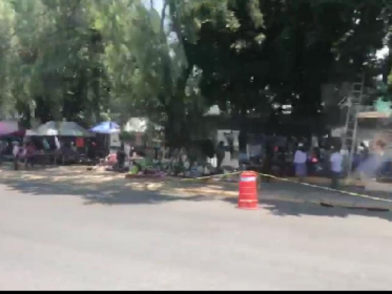 Comerciantes ponen tianguis en Xonaca