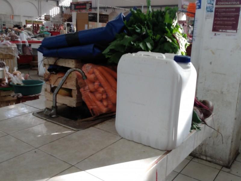 Comerciantes se apoderan de lavamanos públicos a pesar de contingencia