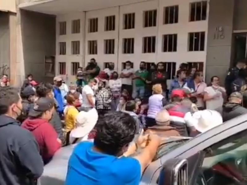 Comerciantes se manifiestan; piden espacios para festejos patrios en Puebla