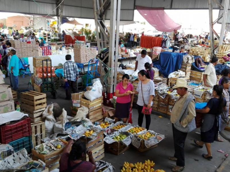 Comerciantes sospechosos de Covid en mercados de Tehuacán