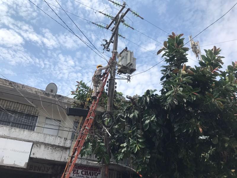 Comercios en centro de Veracruz se quedan sin energía