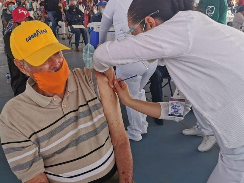 Comienza aplicación de segundas dósis en municipios Michoacanos