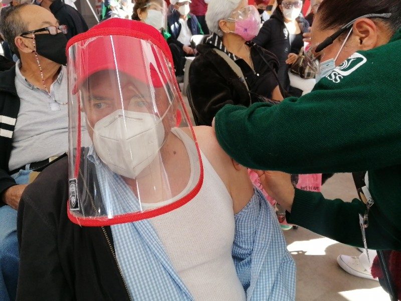 Comienza la vacunación en Toluca contra el COVID-19