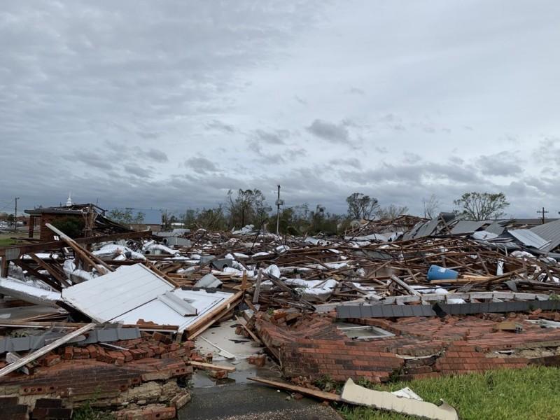 "Como ""extremadamente peligroso"" Laura toca tierras de Louisiana"