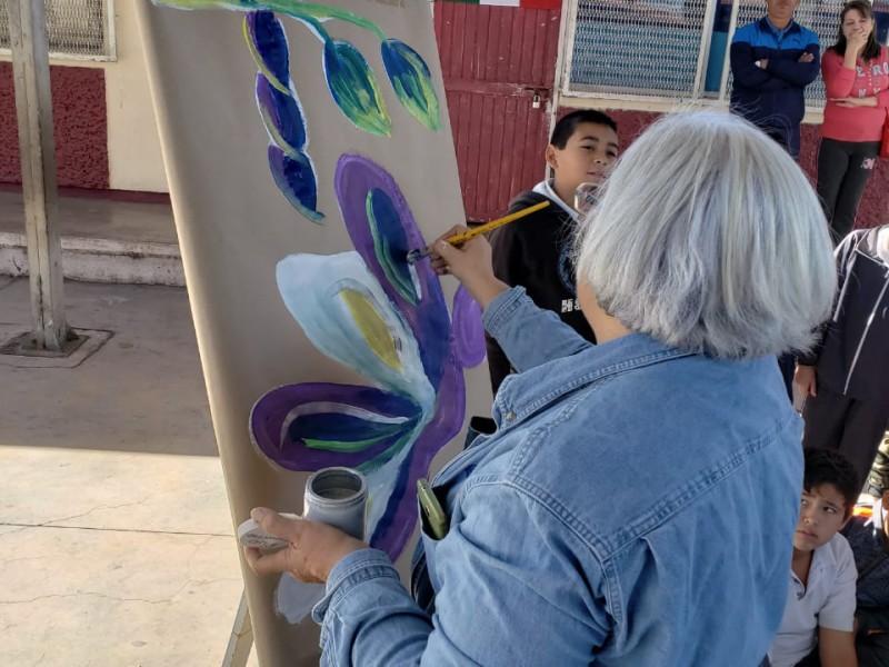 Comparten arte en escuelas