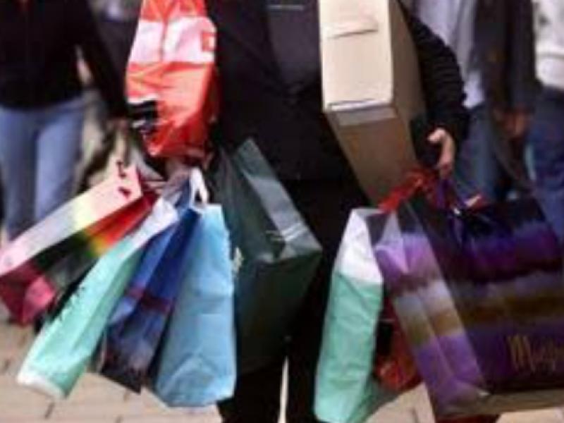 Compras compulsivas, problema social crónico en temporada decembrina.
