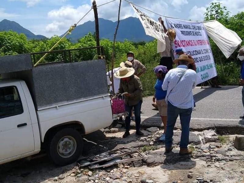Comuneros de Jalapa del Marqués bloquean carretera panamericana