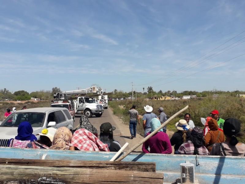 Comuneros de Moroncarit bloquean el acceso a Huatabampito