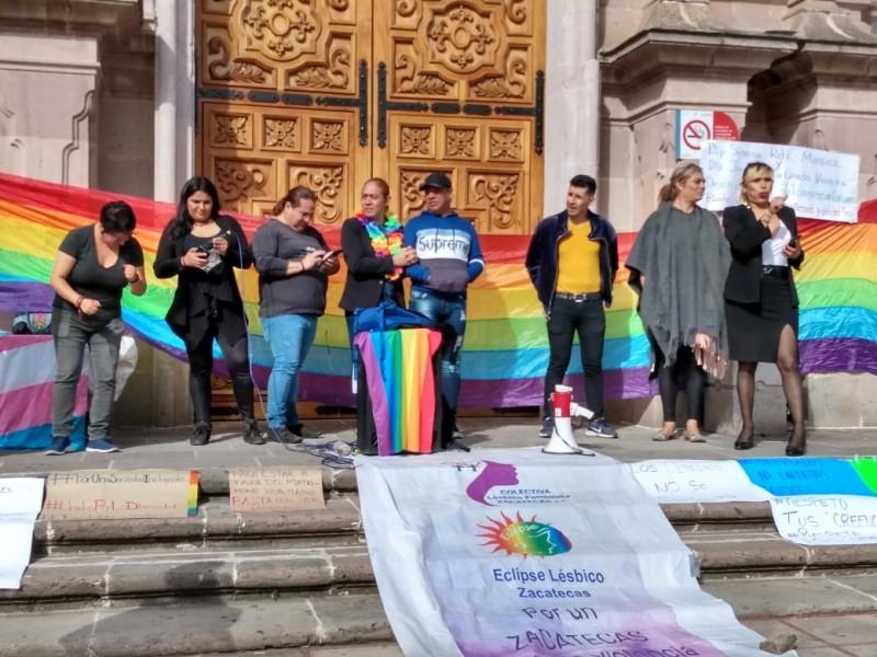 Comunidad LGTTTBIQ+ cierra congreso, diputados buscan sede alterna