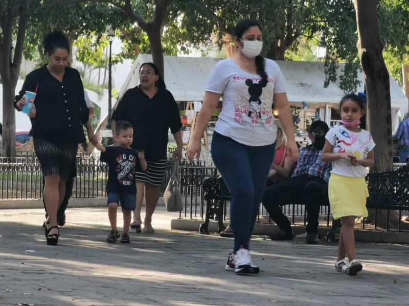Comunidad médica llaman a jóvenes a no bajar la guardia